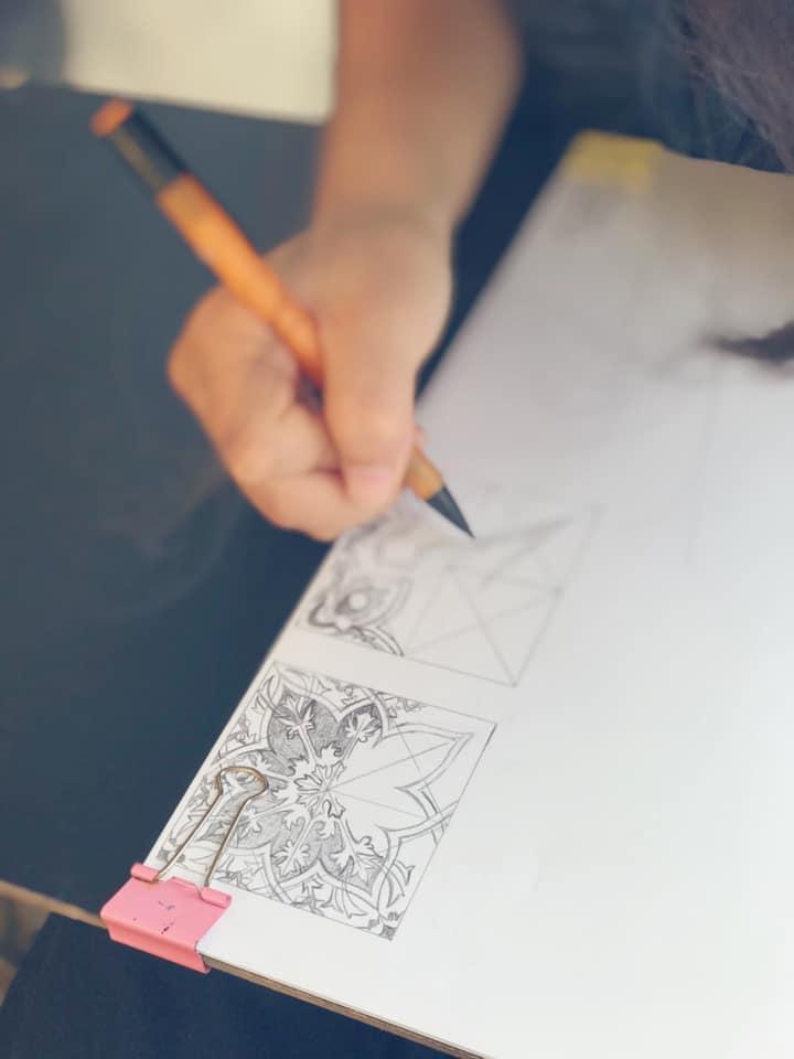 vẽ kí họa hoa văn trên bảo tàng mỹ thuật
